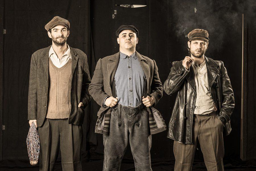 Revolution in Altona, Altonaer Theater, mit Simon Brusis, Volkan T., Adam Bousdoukos; Regie: Lukas Langhoff