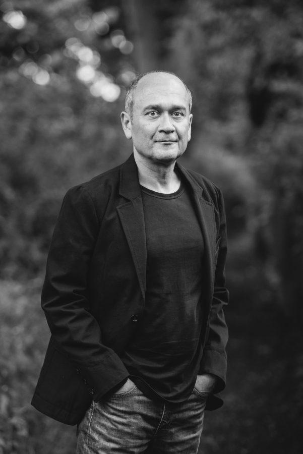Farhad Showghi, Dichter, Arzt