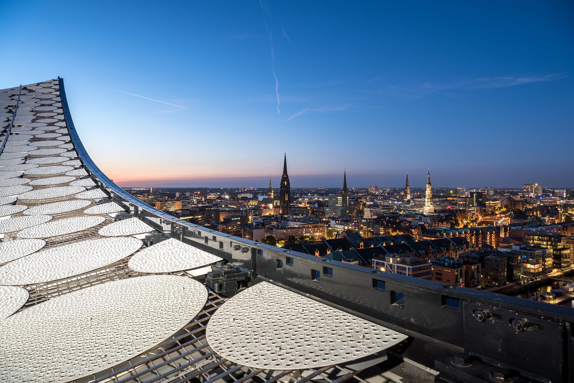 Blick vom Dach der Elbphilharmonie Hamburg